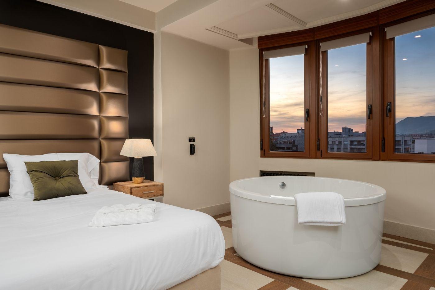 Apartamento-Suite-Deluxe-64-Oviedo-1907-01